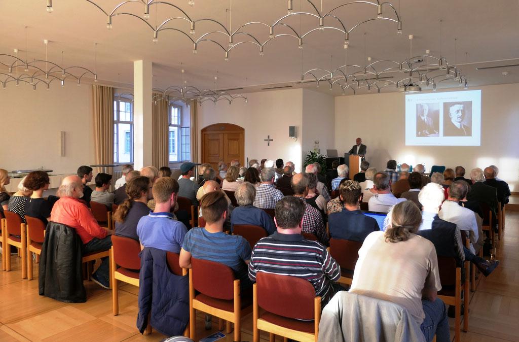 Dr. Elmar Kuhn und Publikum