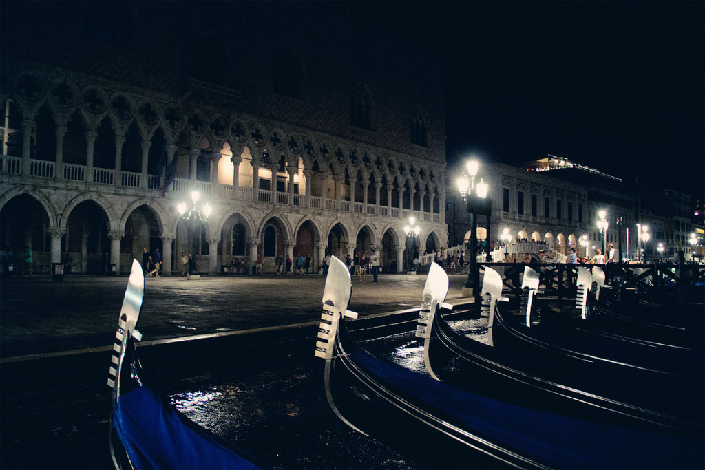 Inkalude - Italy - Gondola by night
