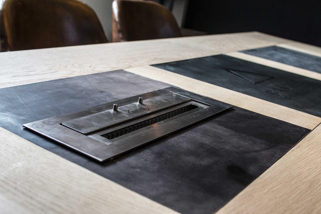 Modulaire tafel met vuurelement en leer