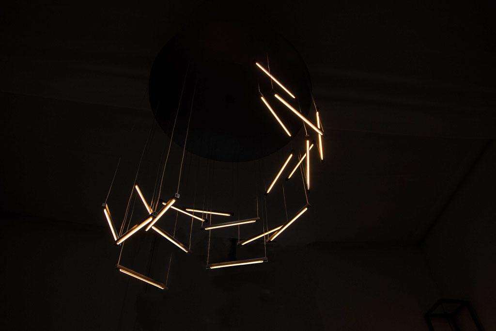 Barracuda, een prachtige hanglamp, op maat gemaakt. Ontwerp en creatie door Sjors Mouthaan