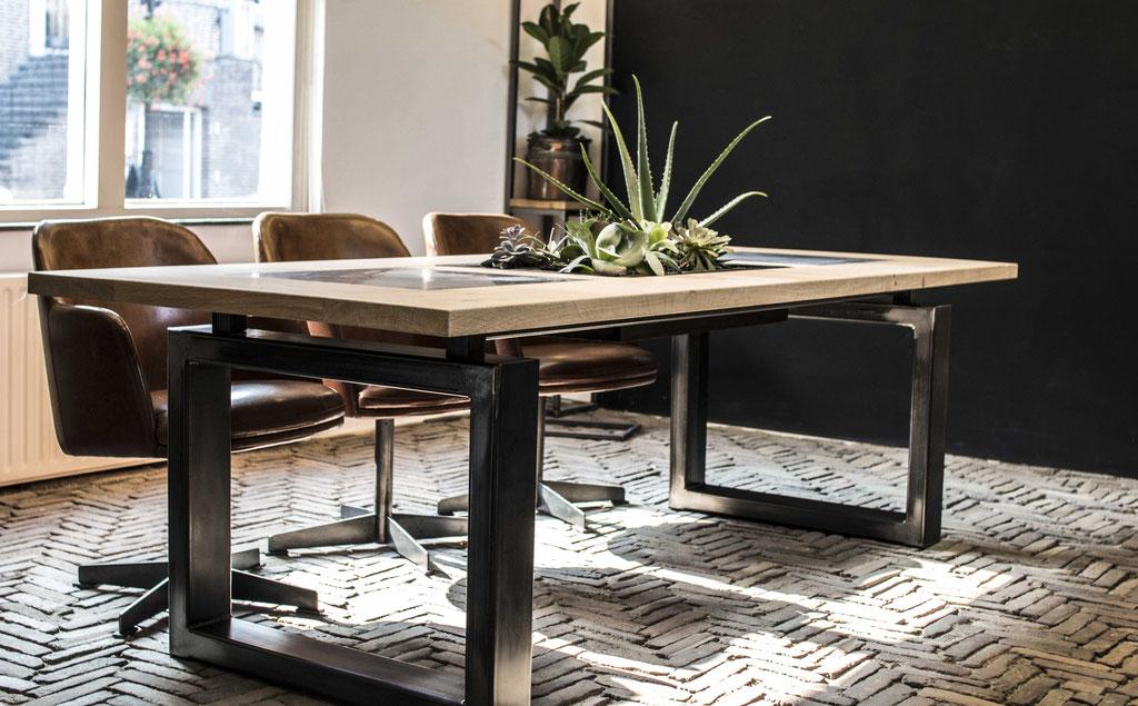 Modulaire tafel. Ontwerp en creatie door Sjors Mouthaan