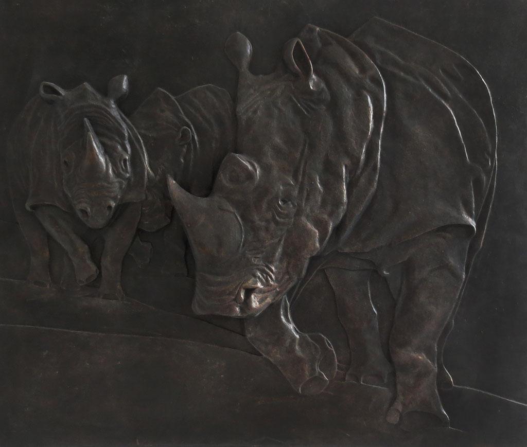 Relief 'Rhinos' // Plastik: Deike Heeren // Gießmasse, Acryl, 58 x 48 cm