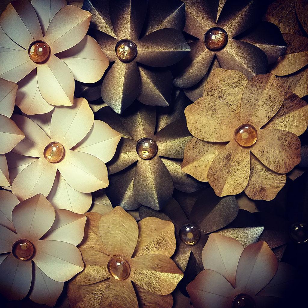 decorazione di fiori di carta natalizia