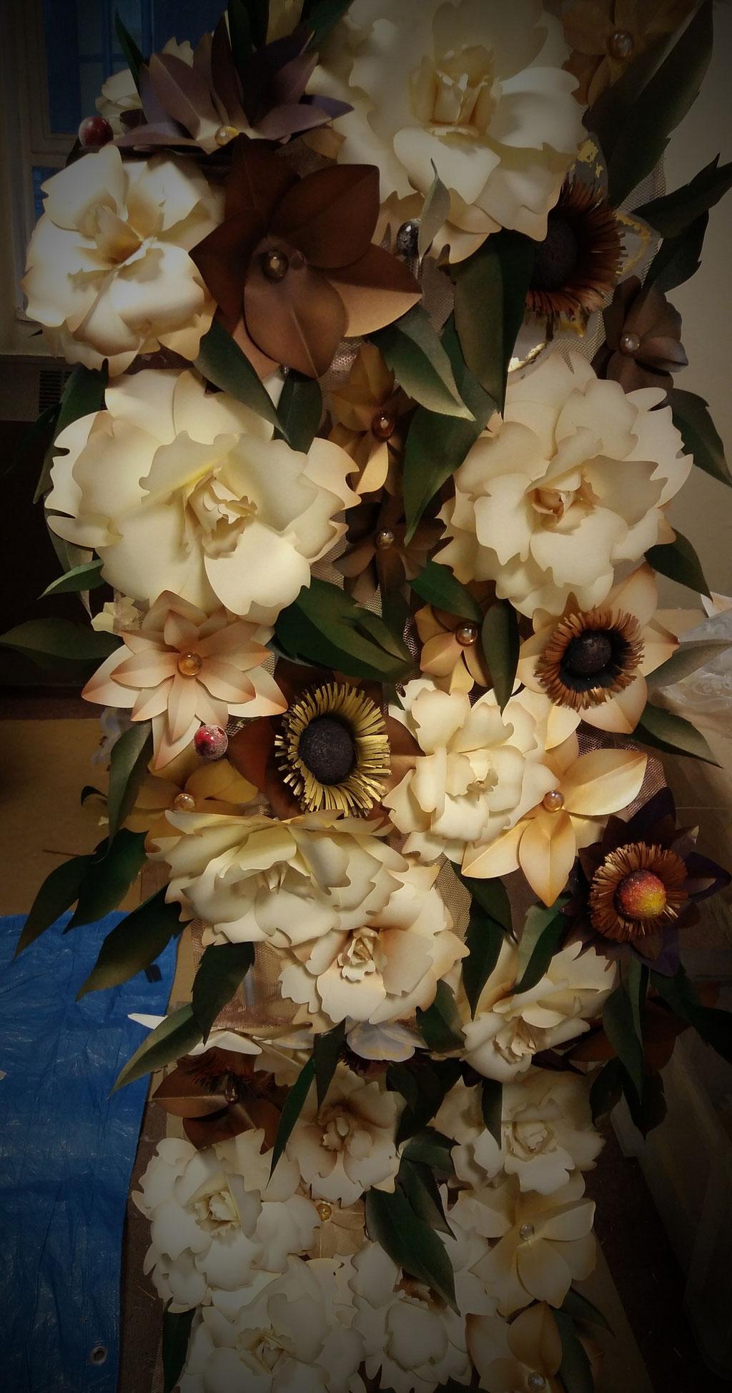 decorazione natalizia, fiori di carta fatti a mano