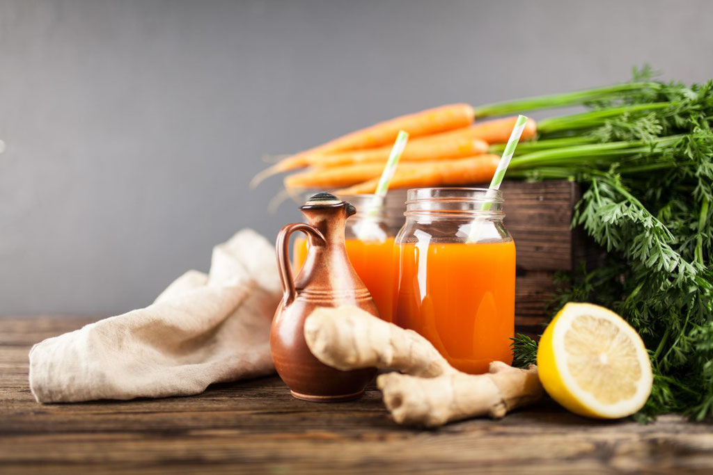 Carrot Boost mit Apfel, Karotte, Mango, Papaya, Ingwer, Zitronenschale