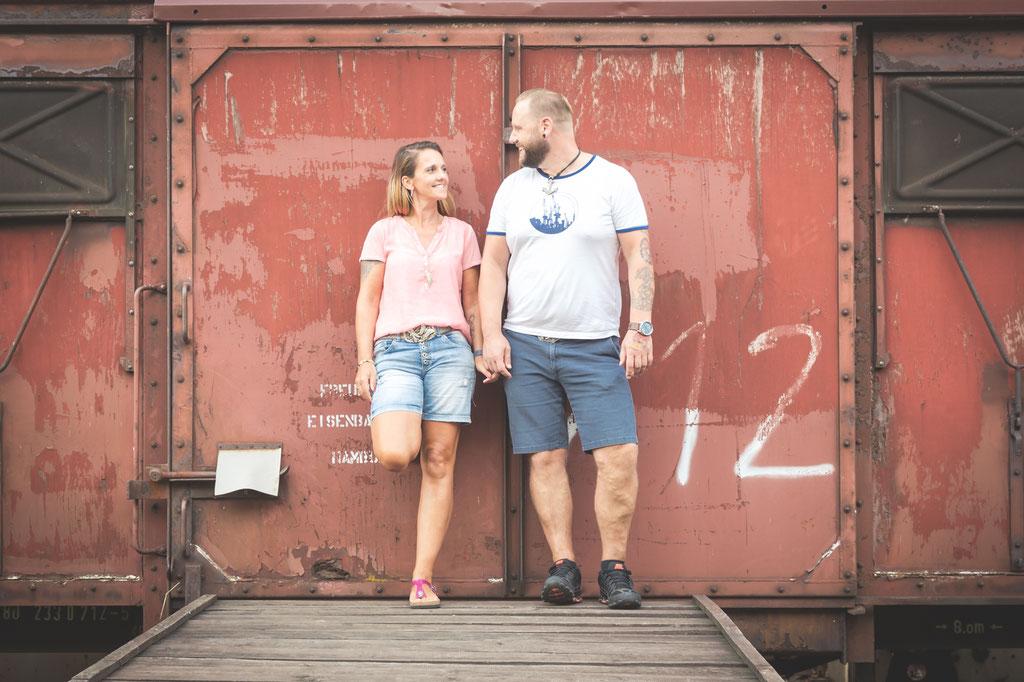 Hochzeitsfotograf Hamburg - Kennnelern-Shooting an der alten Hafenbahn