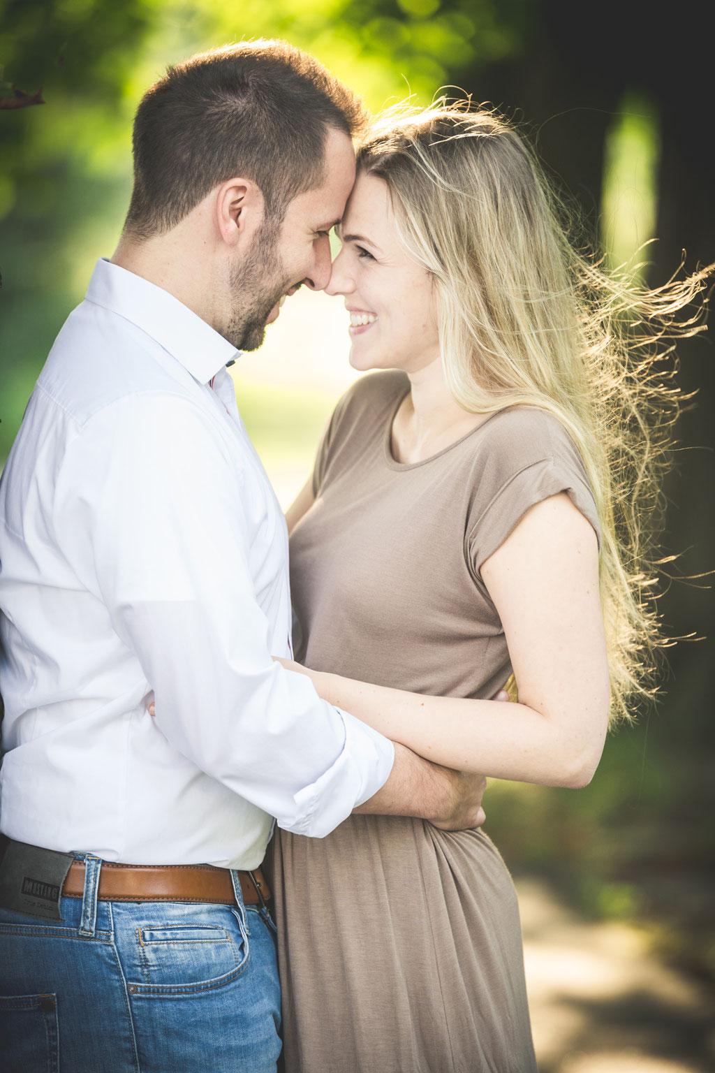 Authentische Hochzeitsbilder- WarmUp-Shooting am Elbstrand Rissen