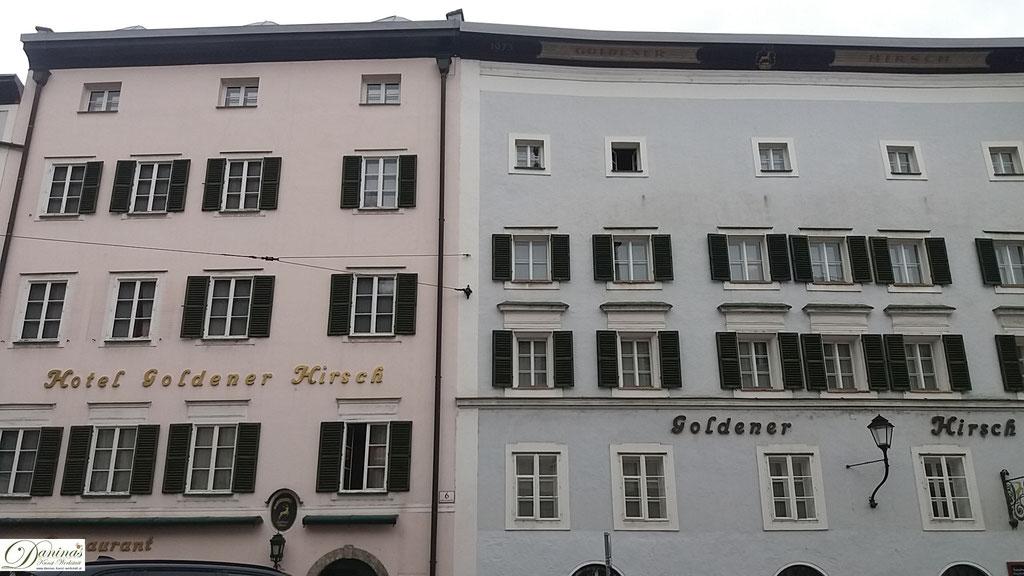 """Salzburg Universitätsplatz: """"Goldener Hirsch"""", eines der ältesten Hotels der Welt, mit 600-jähriger Geschichte"""