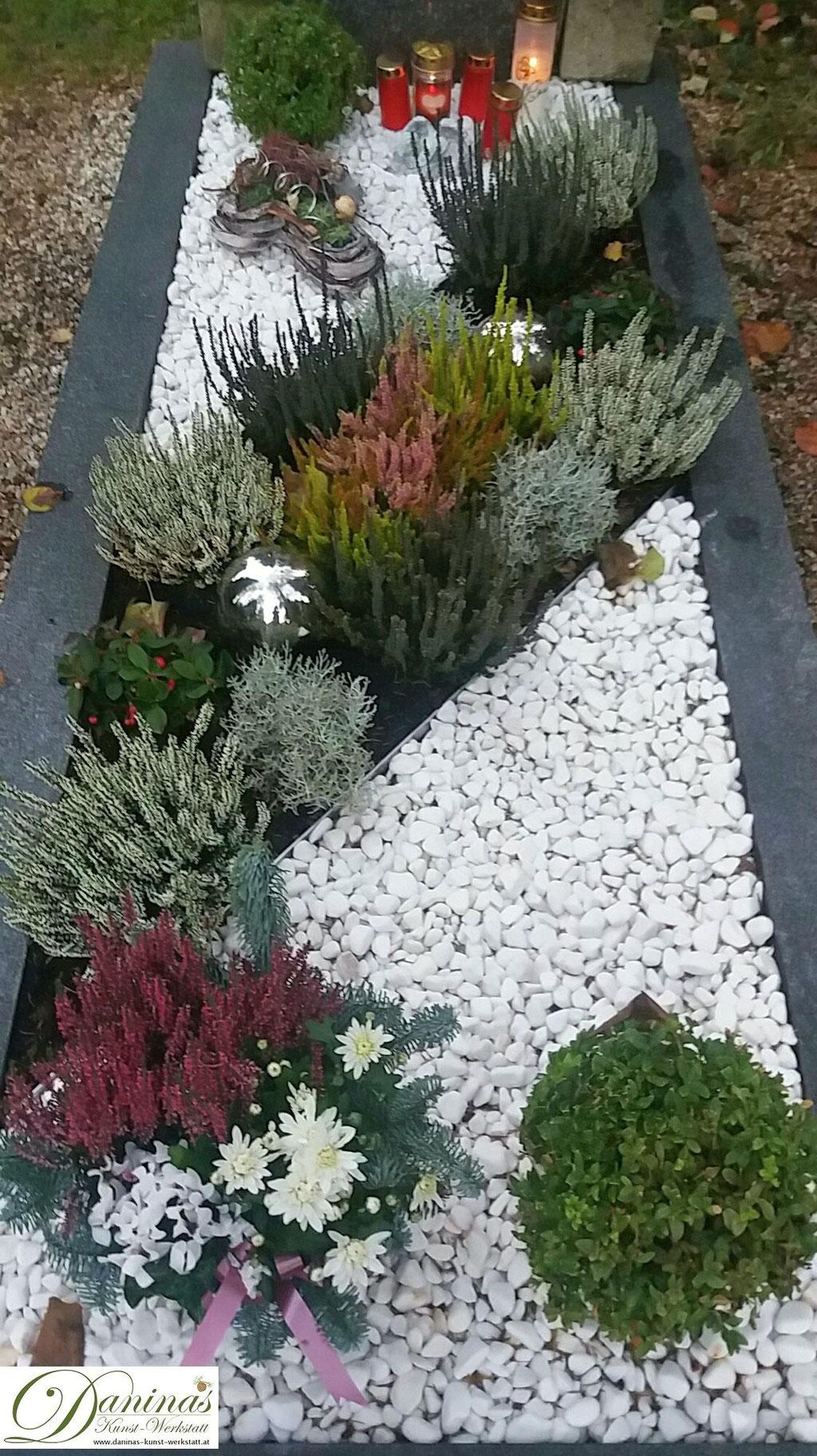 Grabgestaltung Herbst mit Kies. Beispiele und Ideen zum Selbermachen.