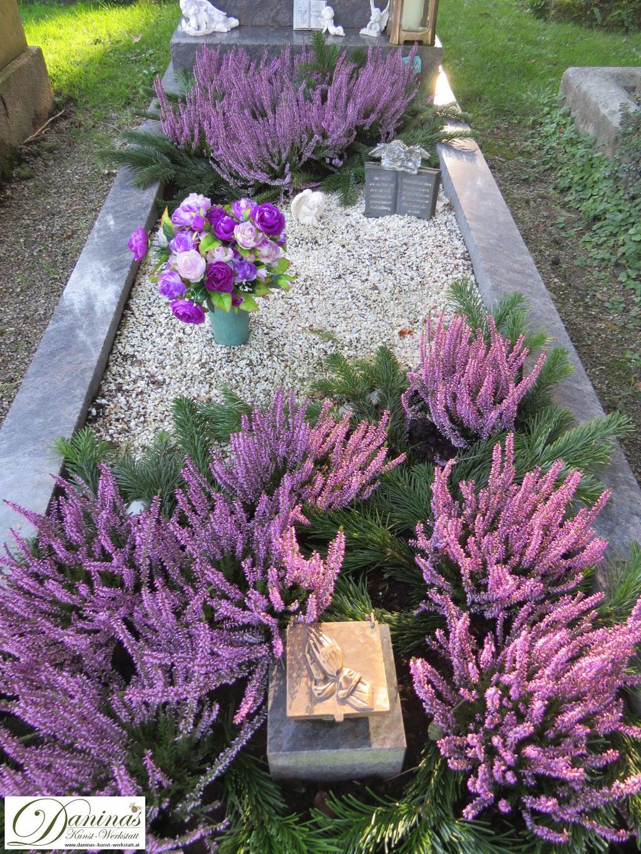 Grabgestaltung Mustergräber - mit violetter Heide und Kies