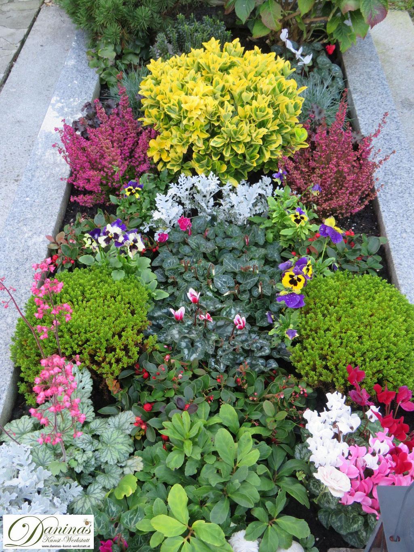 Mustergräber - bunte Herbstbepflanzung