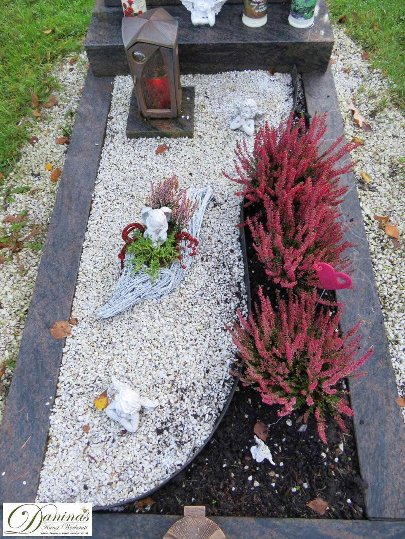 Grabgestaltung Mustergräber - mit Kies und Erika