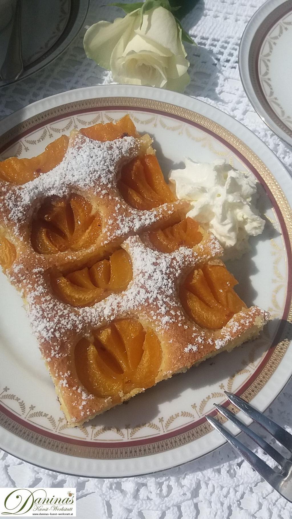 Marillenkuchen Rezept (Aprikosenkuchen). Lust auf sommerliche Vitamine? Dann probiert dieses einfache Konditor-Rezept by Daninas Dad