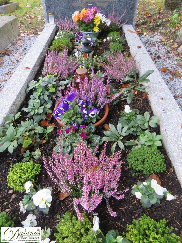 Grabgestaltung Mustergräber - mit Erika, Hebe und Stiefmütterchen