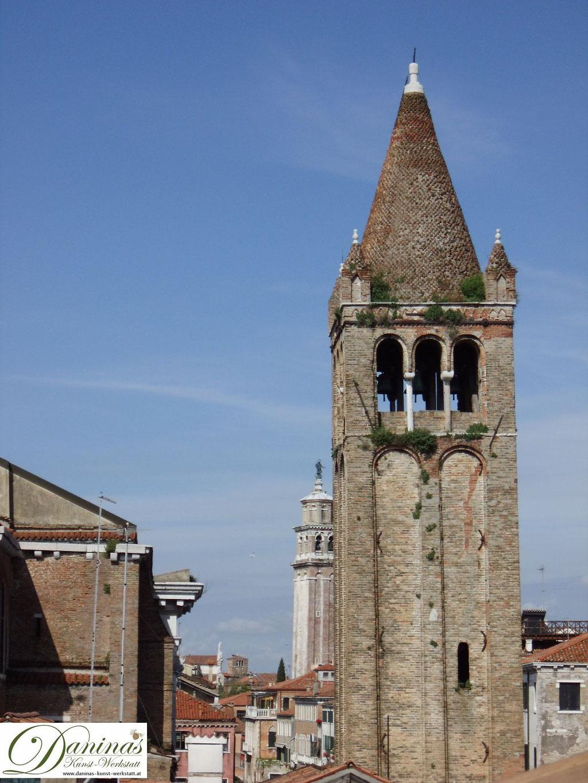 Venedig Kirche San Barnaba Glockenturm, im Hintergrund Frari Kirche