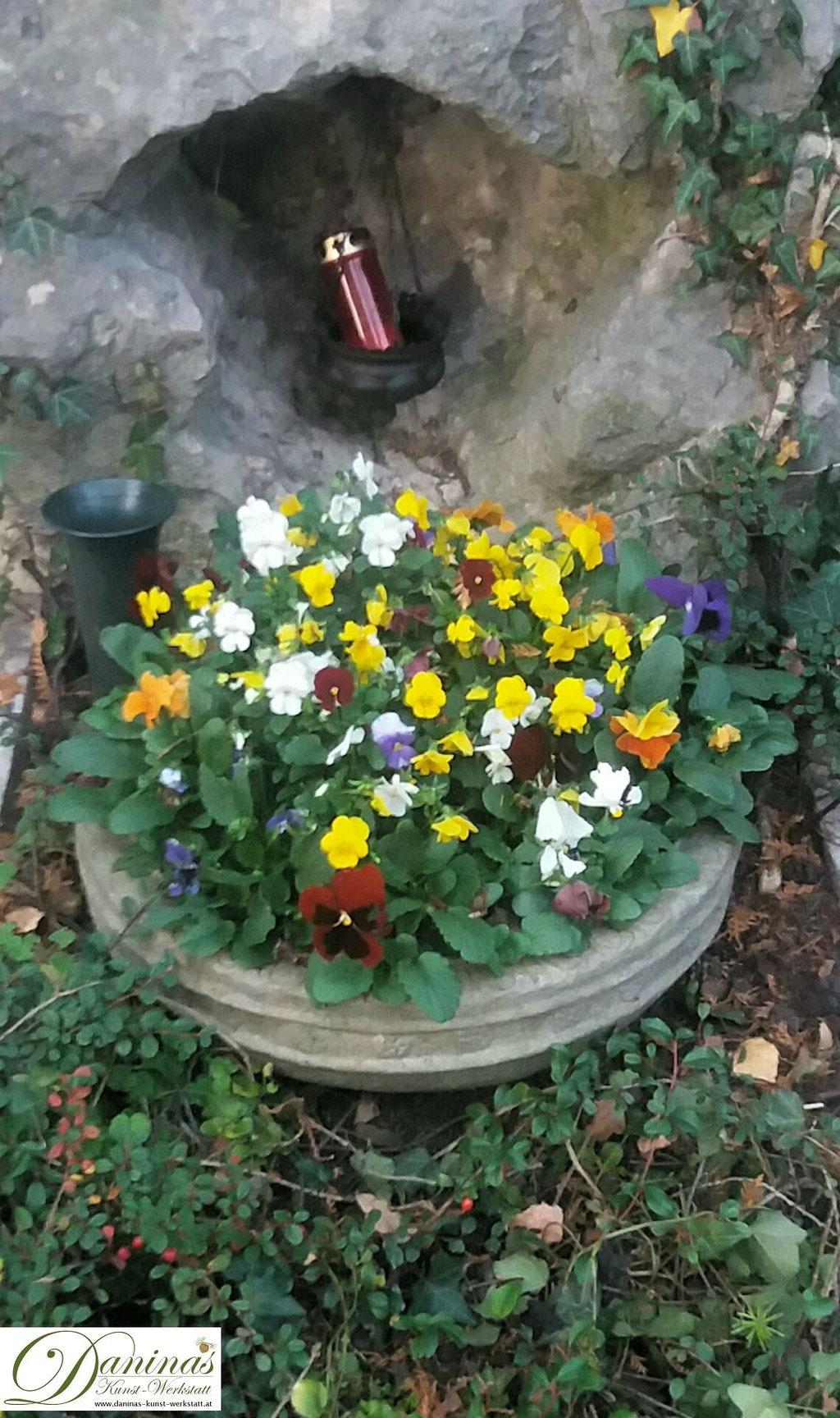 Grabgestaltung und Grabbepflanzung im Herbst pflegeleicht. Beispiele und Ideen zum Selbermachen.