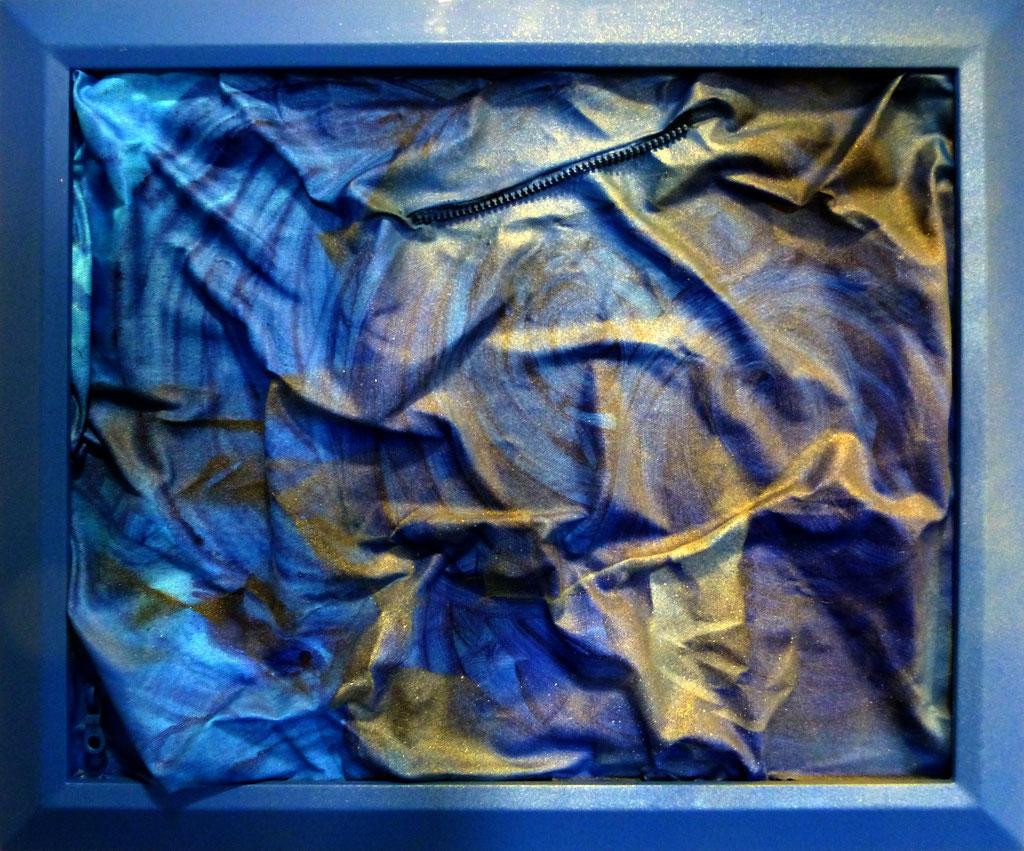"""""""Profondo Blu"""" ,cm 64 x 55 /Technique mixte sur toile avec fermeture éclair /Année 2016 /Publié www.ritzow. com /Exposé Galleria ArteCapital Brescia, Showroom Ritzow Milano, Galerie Kunst und Medizin Berlin, Au verso Signature, Année, Timbre"""