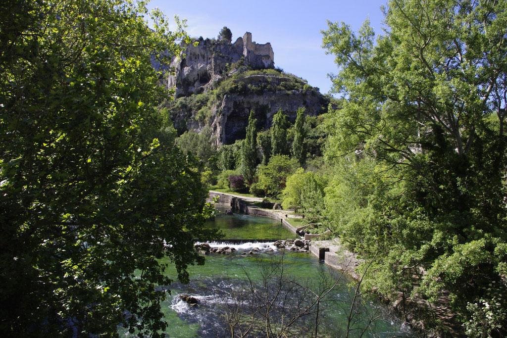 Fontaine de vaucluse und das Schloss