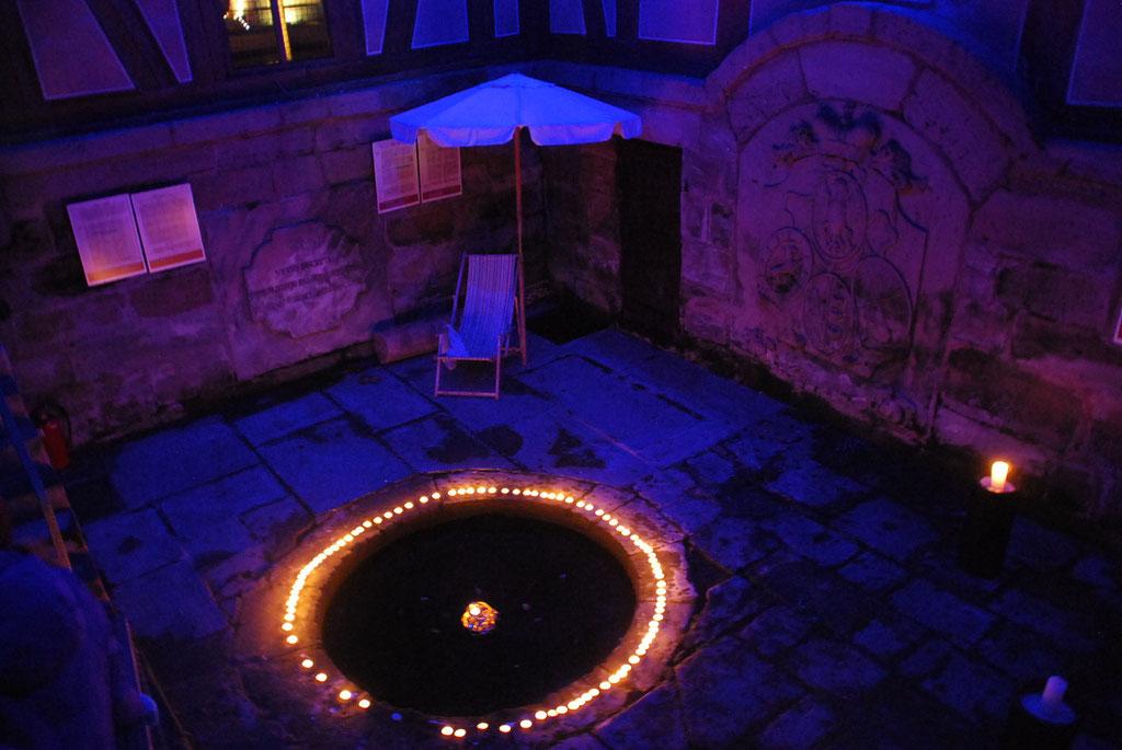 Nachdem Katharina und Josip eine Kerze mit einem besonderen Wunsch anzündeten,konntet auch ihr das Brunnenhaus mit euren guten Wünschen erleuchten.