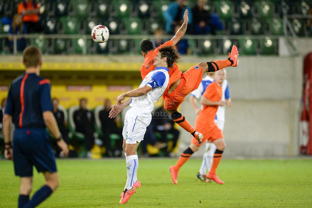 Veroljub Salatic (GC) gegen Victor Vazquez (Brugge) sast-photos