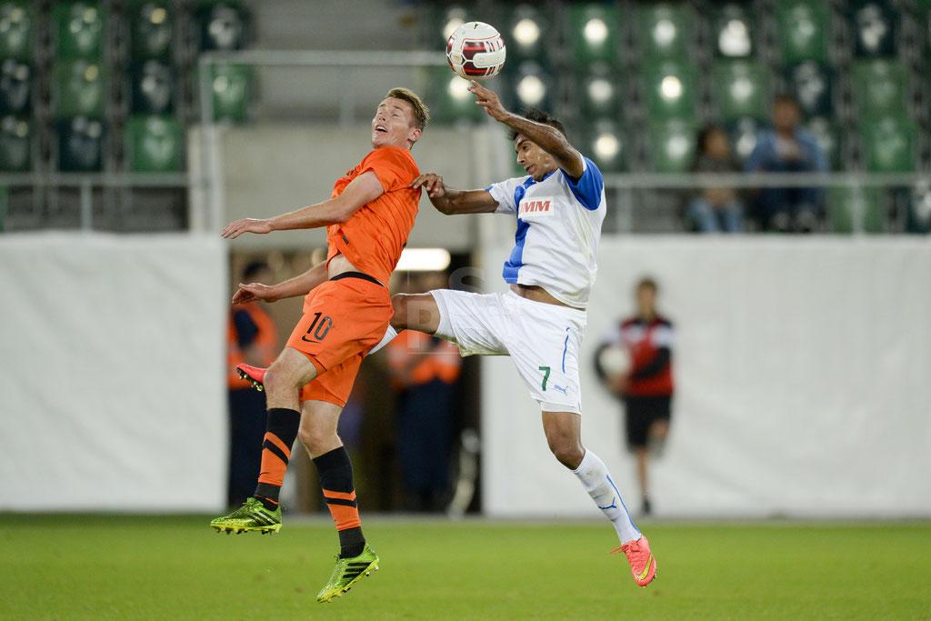 Jesper Jorgensen (Brugge) gegen Mahmoud Kahraba (GC) sast-photos