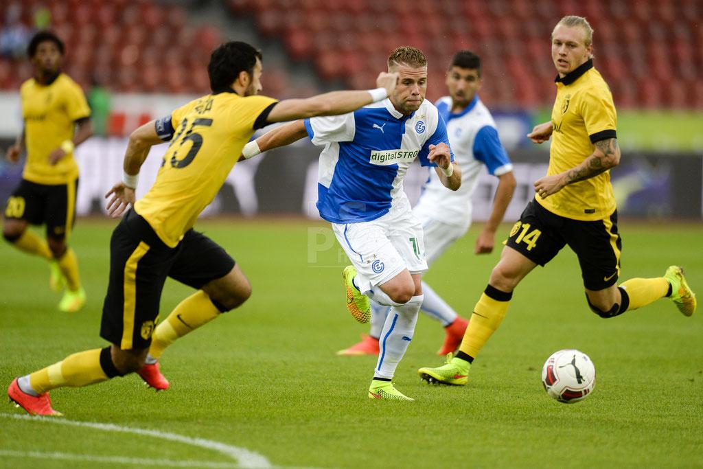 Yoric Ravet (GC) gegen Marko Basa (Lille) und Simon Kjaer (Lille) sast-photos