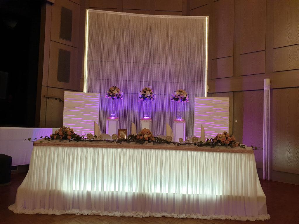 Brauttisch-Hintergrund mit 3D Elemente LED Beleuchtung