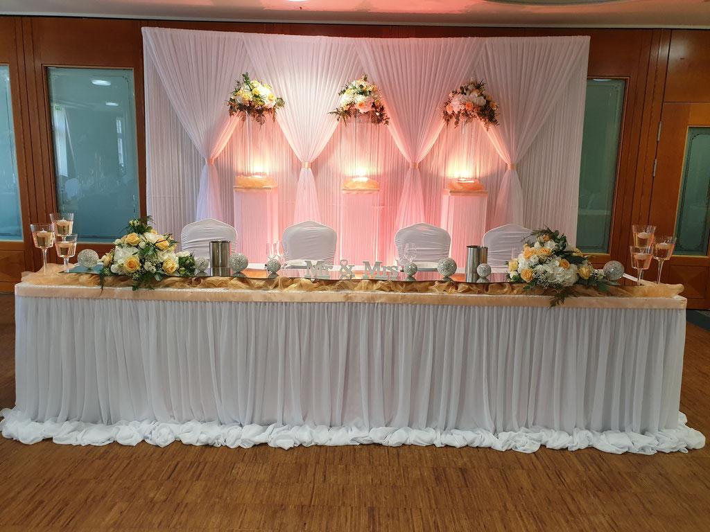 Brauttisch-Hintergrund in zartem aprikot
