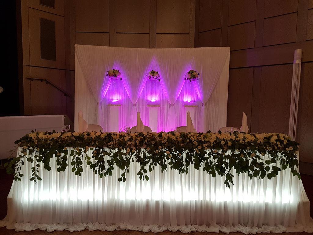 Brauttisch-Hintergrund rosa Eukalyptus