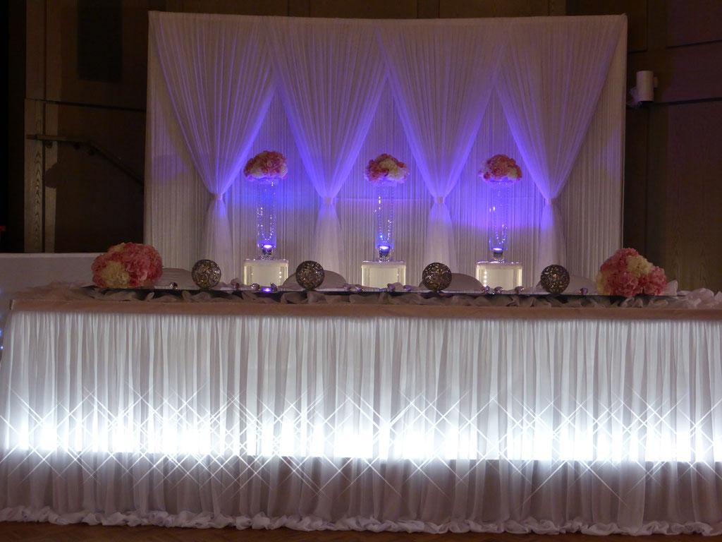 Brautpaartisch-Hintergrund in zart rosa