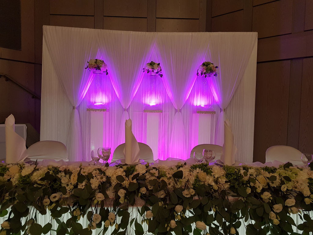 Brautpaartisch Eukalyptus Blumengesteck