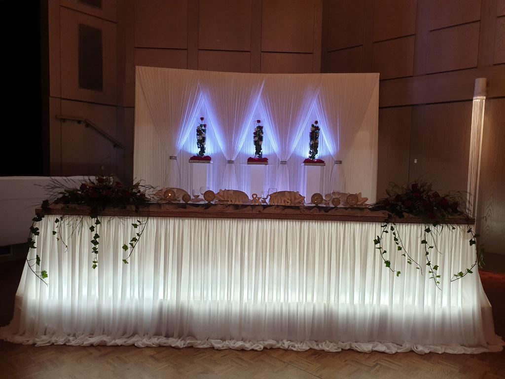 Brauttisch-Hintergrund in bordeaux