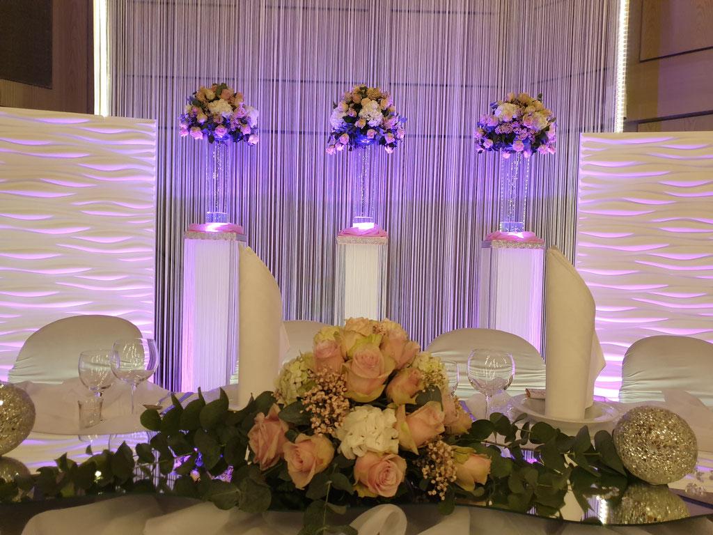 Brautpaartisch LED Beleuchtung Blumenkugeln zartes rosa