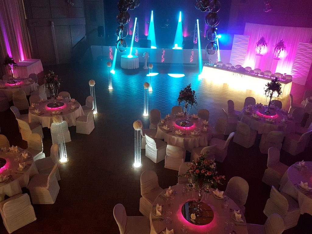 runde Gästetische LED-Beleuchtung