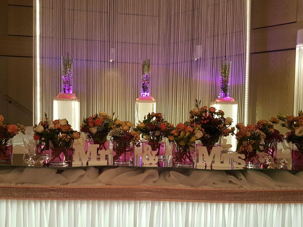 Brautpaartisch rosa Rosen