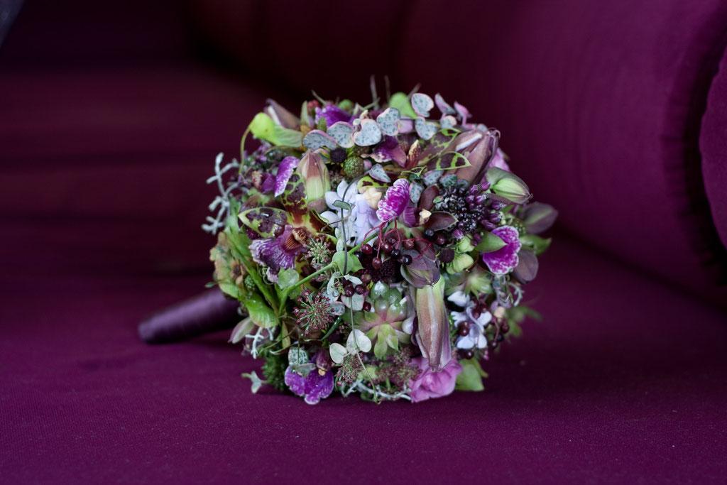 Brautstrauss in mystischem Violett  |  220 CHF