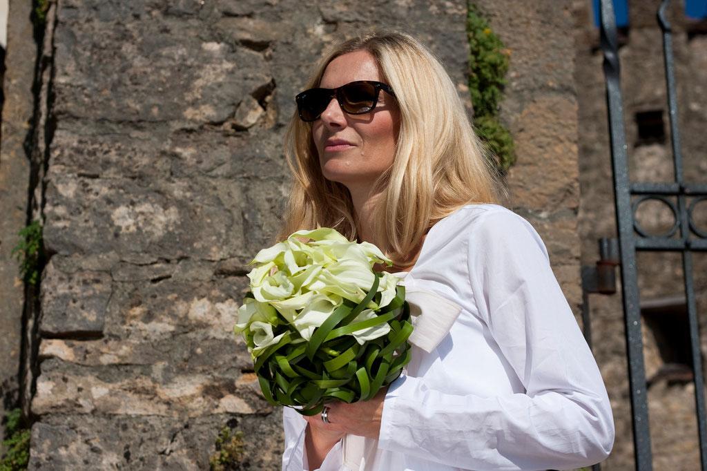 Brautstrauss mit weissen Calla und Thyphablätter  |  240 CHF