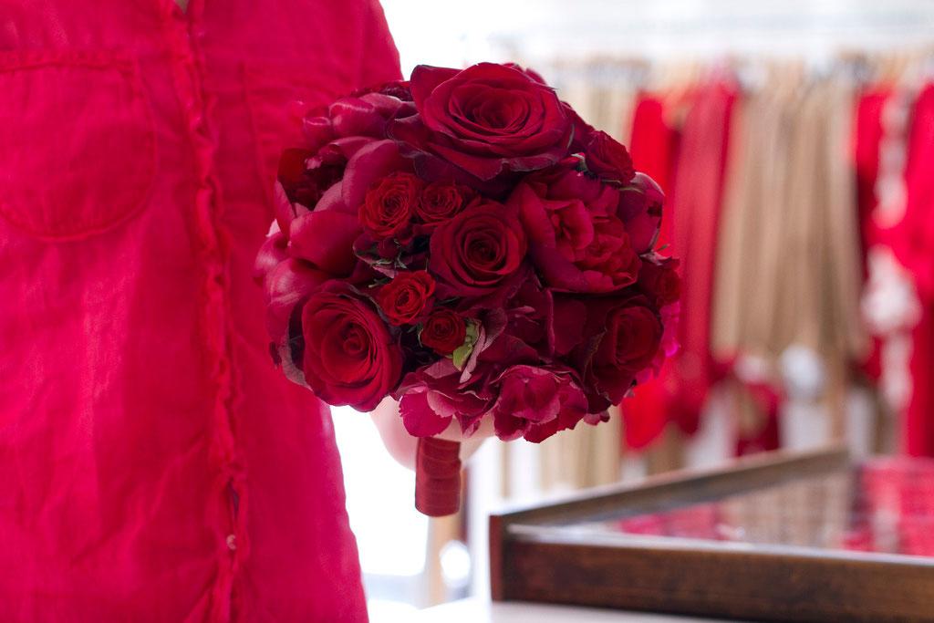 Brautstrauss mit Rosen und Pfingstrosen  |  180 CHF
