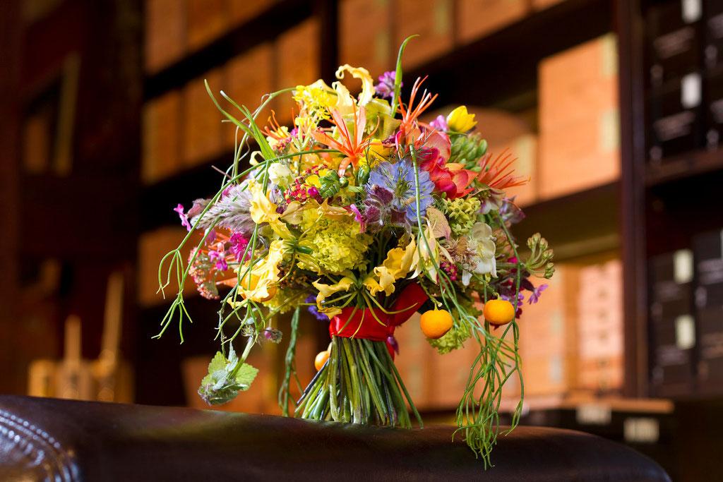 Brautstrauss naturgebundene Exoten und Farbtupfer  |  180 CHF