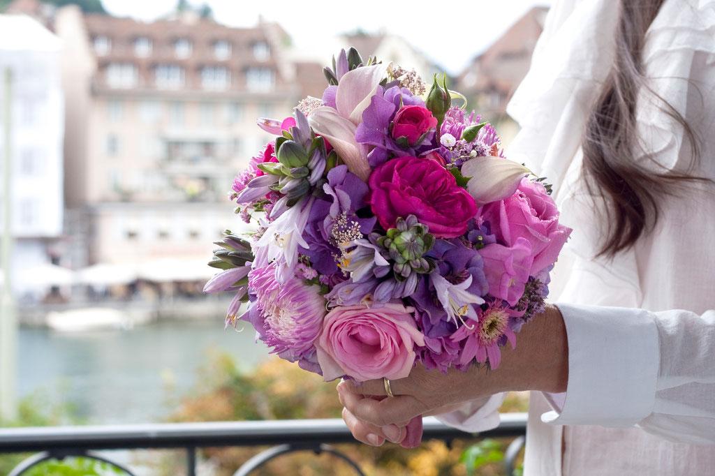 Brautstrauss mit rosa Sommergartenblumen  |  170 CHF