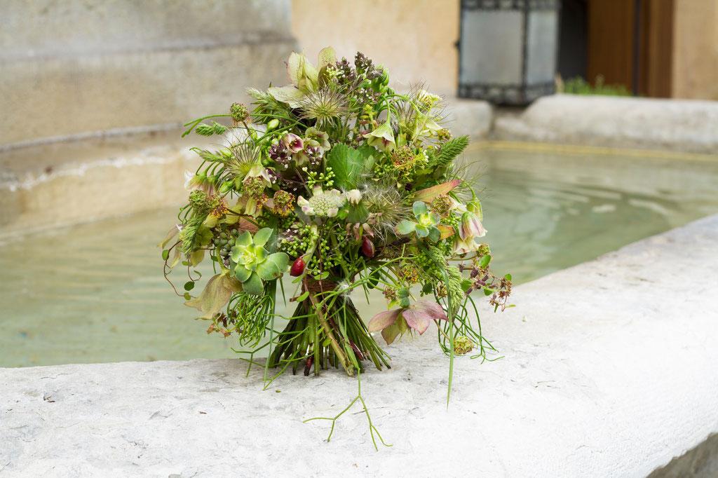 Brautstrauss ganz natürlich mit Sommerwiesenblumen in grün  |  160 CHF