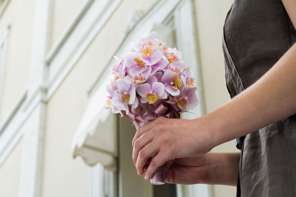 Brautstrauss aus kleinblütigen Orchideen  |  240 CHF