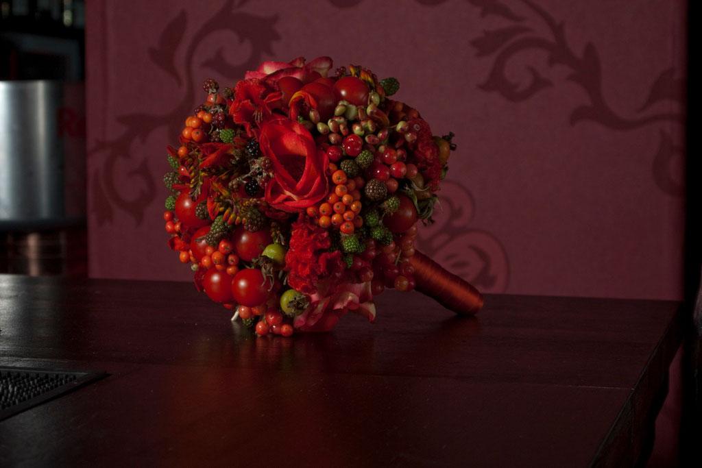 Brautstrauss aus gemischten Beeren und Cherrytomaten  |  200 CHF