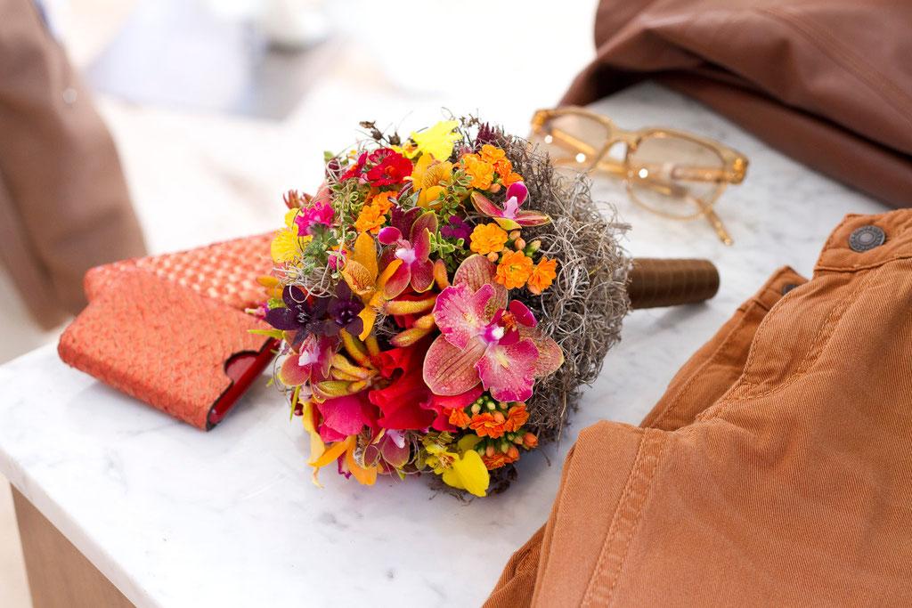 Brautstrauss in Nestform gefüllt mit exotischen Blüten  |  210 CHF
