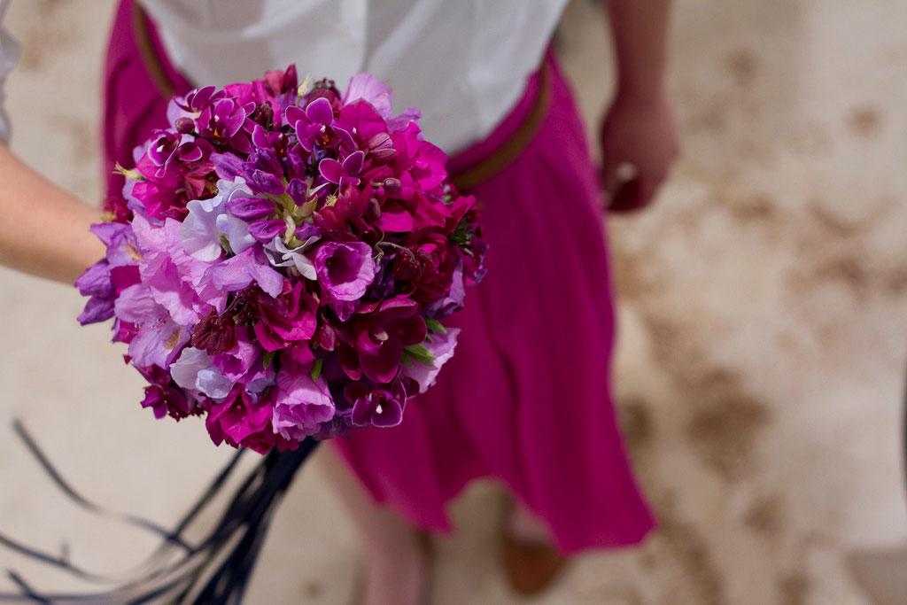 Brautstrauss in knalligen Pinkfarben  |  230 CHF