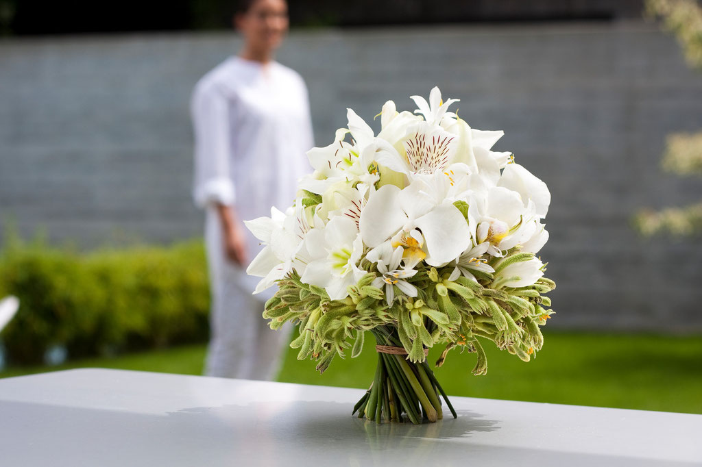 Brautstrauss mit Orchideenblüten und Känguruhpfötli  |  180 CHF