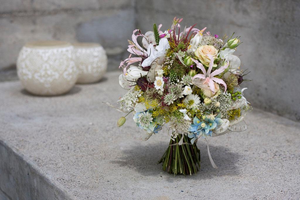 Brautstrauss aus puderfarbigen Sommerblumen  |  175 CHF