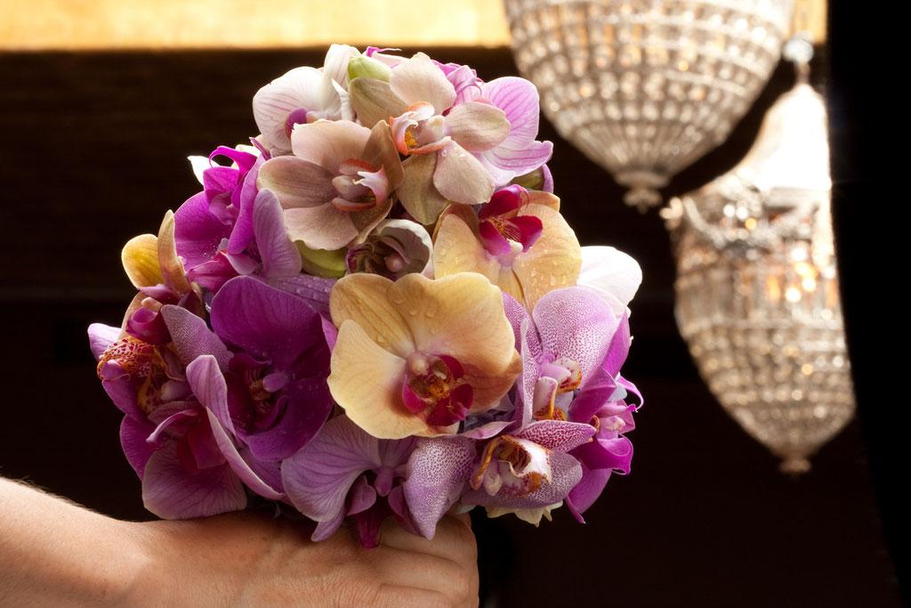Brautstrauss aus bunten Orchideenblüten  |  240 CHF