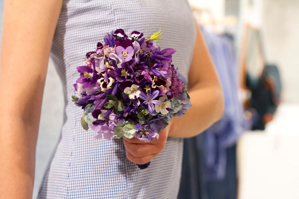 Brautstrauss mit Stiefmütterchenblüten  |  200 CHF
