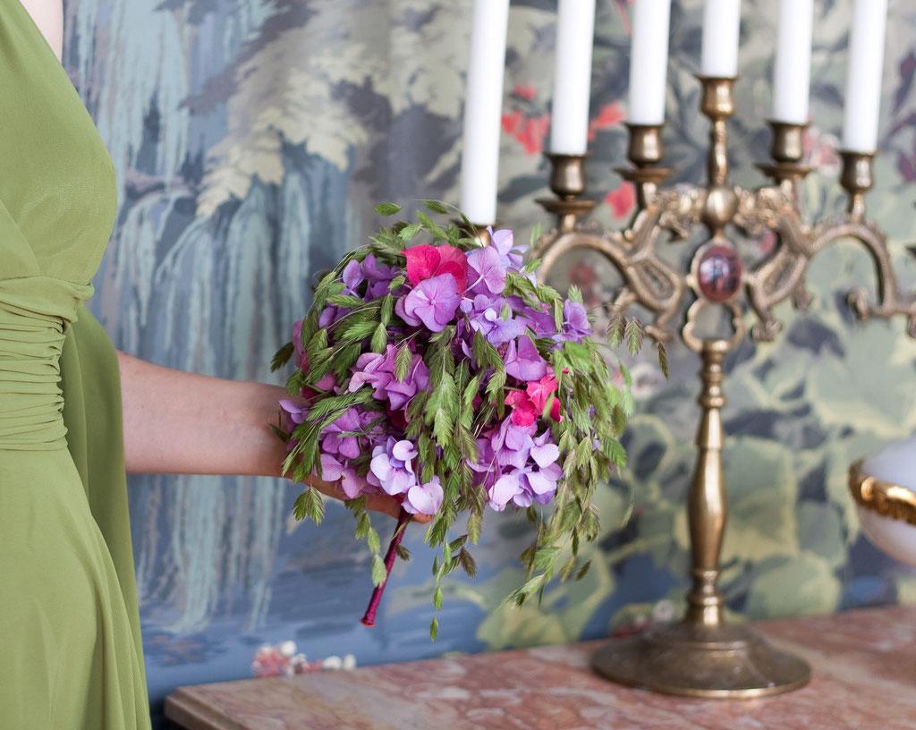 Brautstrauss mit Hortensien und Sommergräser  |  190 CHF
